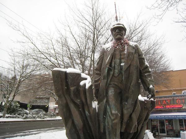 lenin-snow