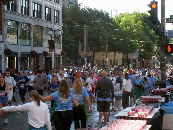 marathon-volunteer-1