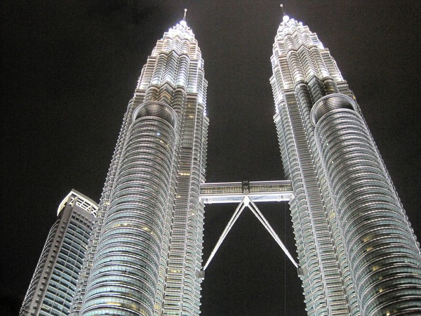 petronas-tower-night